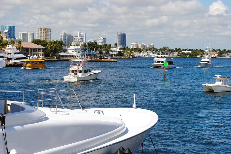 Pourquoi louer un bateau auprès d'un loueur professionnel